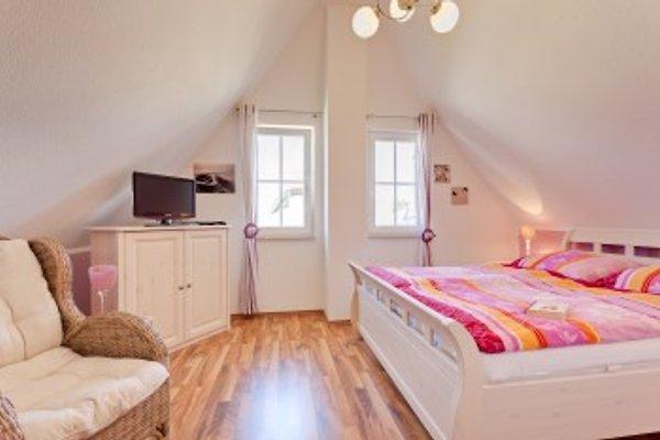 Schlafzimmer 1 mit Sat-TV