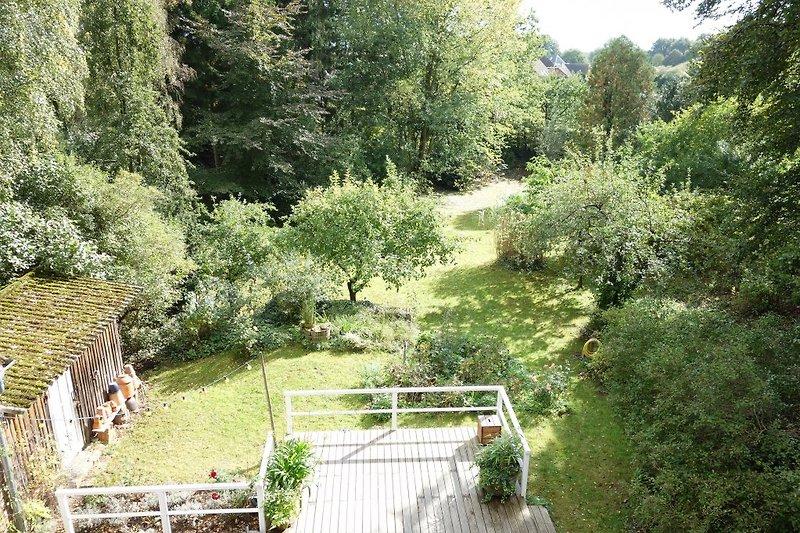 Blick vom Dachgeschoss in den Garten