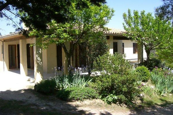 Villa L'Ensouleiado à Rognes - Image 1
