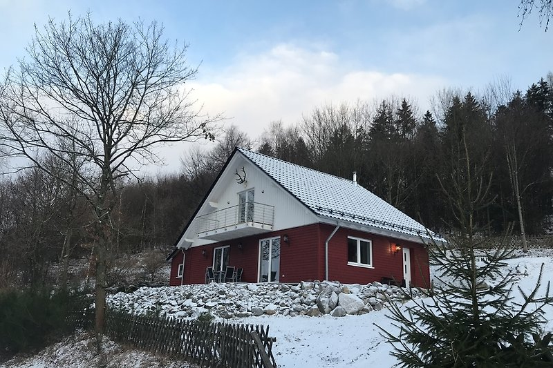 Die Himbeerhütte im ersten Schnee