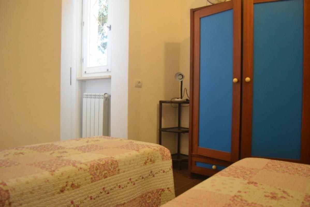 Apartments villa marisa vakantiehuis in san vincenzo huren - Kitchenette met stoelen ...