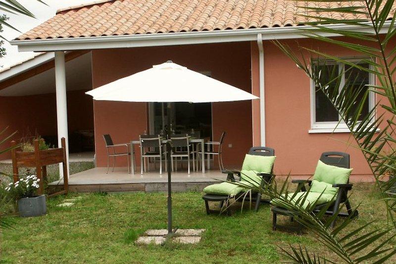 T4 mit Terrasse und Garten