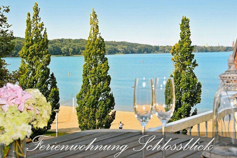 Zentrale 4 Pers. Ferienwohnung - traumhafter Strandblick vom Balkon – Schweriner Bade- & Angelsee 61 km²