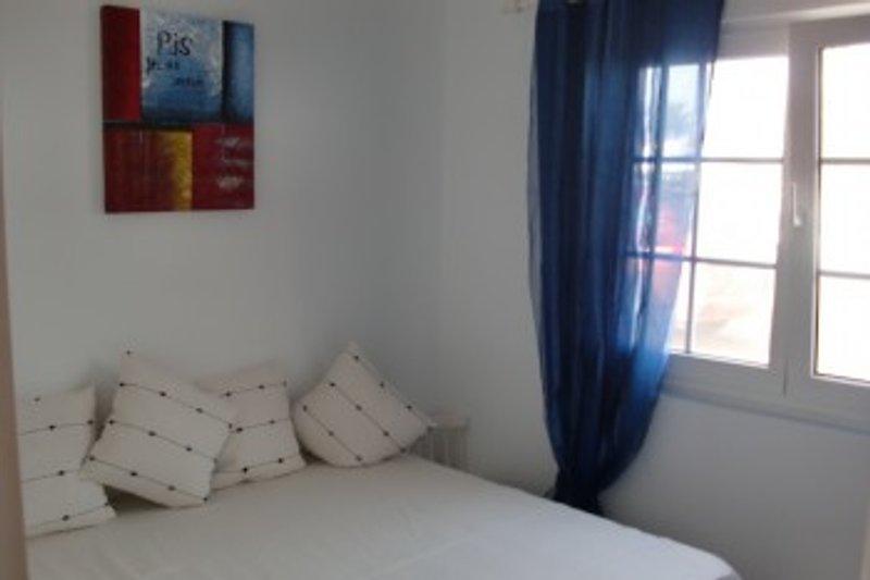 Schlafzimmer mit französichem Bett