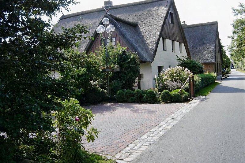 Haus mit Parkplatz