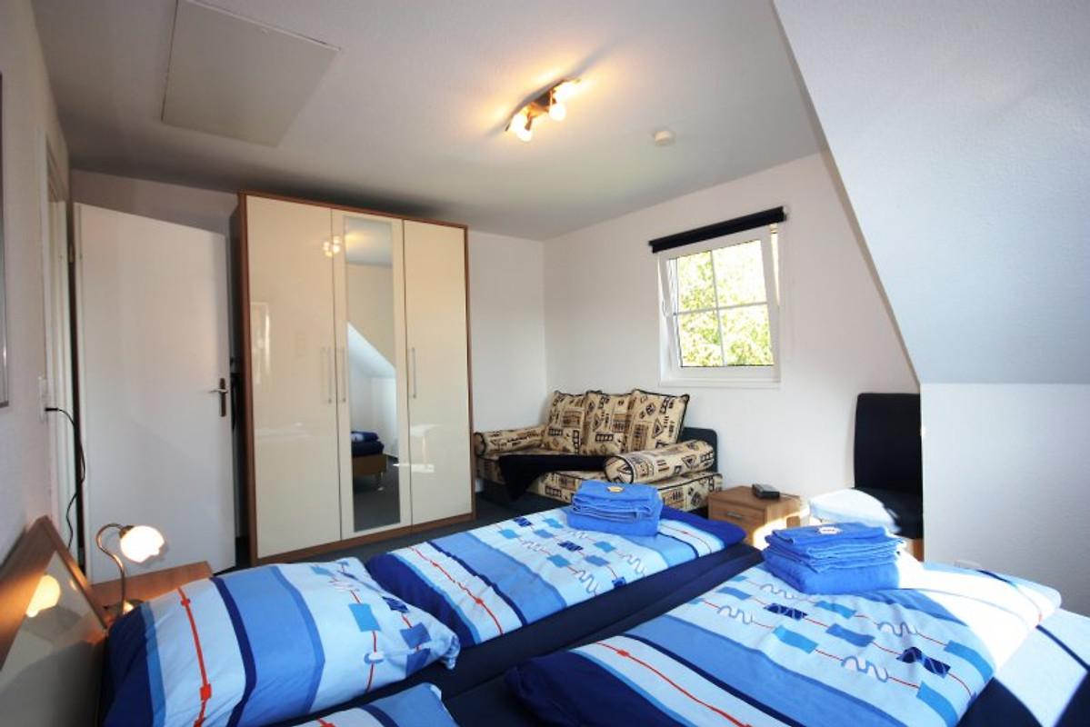 2r fewo balkon ca 200m zum strand ferienwohnung in - Spiegelschrank schlafzimmer ...
