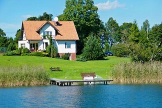 Holiday house on the lake 2
