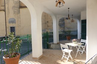 Cosy holiday apartment for two. Ideal for those who want to spend their holidays away from mass tourism and are looking for real Liguria. All rooms at ground level.