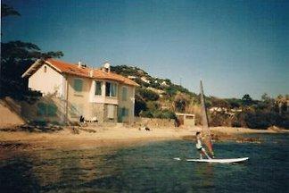In Ste. Maxime, Cote d'Azur in der Bucht von St. Tropez direkt am Meer in einzigartiger Lage, Strand direkt vorm Haus.