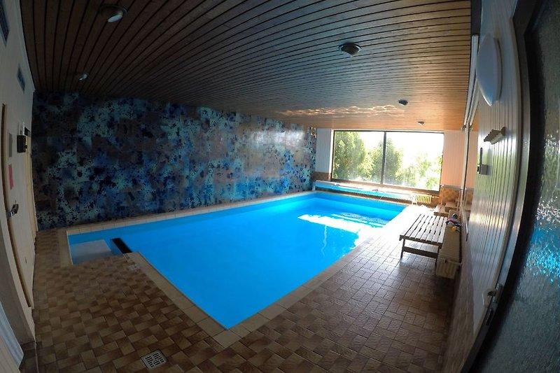 Schwimmhalle mit beheiztem Pool, Sauna+Dusche