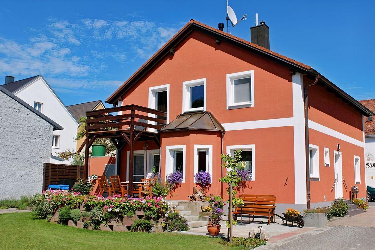 schalkhaus ferienwohnung in regensburg mieten. Black Bedroom Furniture Sets. Home Design Ideas