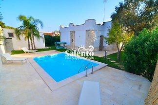 Villa Nadia con piscina y jardin
