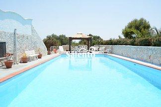 Villa Carmela A, piscina y jardin