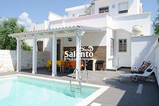 Villa Maria mit Pool und Garten