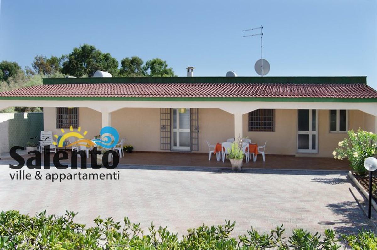 Villa elvira maison de vacances punta prosciutto louer for Jardin villa austral punta arenas