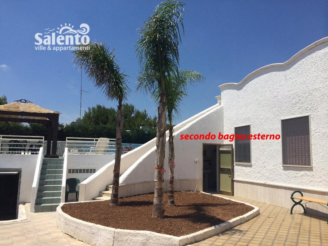 Villa carmela a piscine et jardin maison de vacances for Jardin villa austral punta arenas