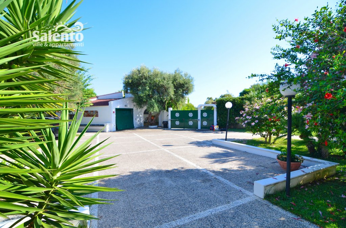 Villa belen with pool and garden holiday home in torre for Garden oases pool entrance