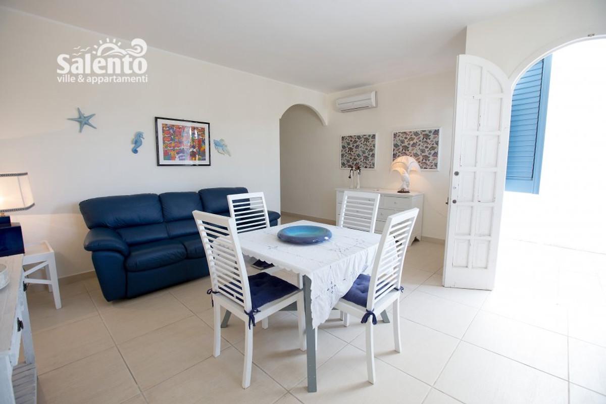 Villetta elena 1 pt met tuin vakantiehuis in porto cesareo huren - Kitchenette met stoelen ...