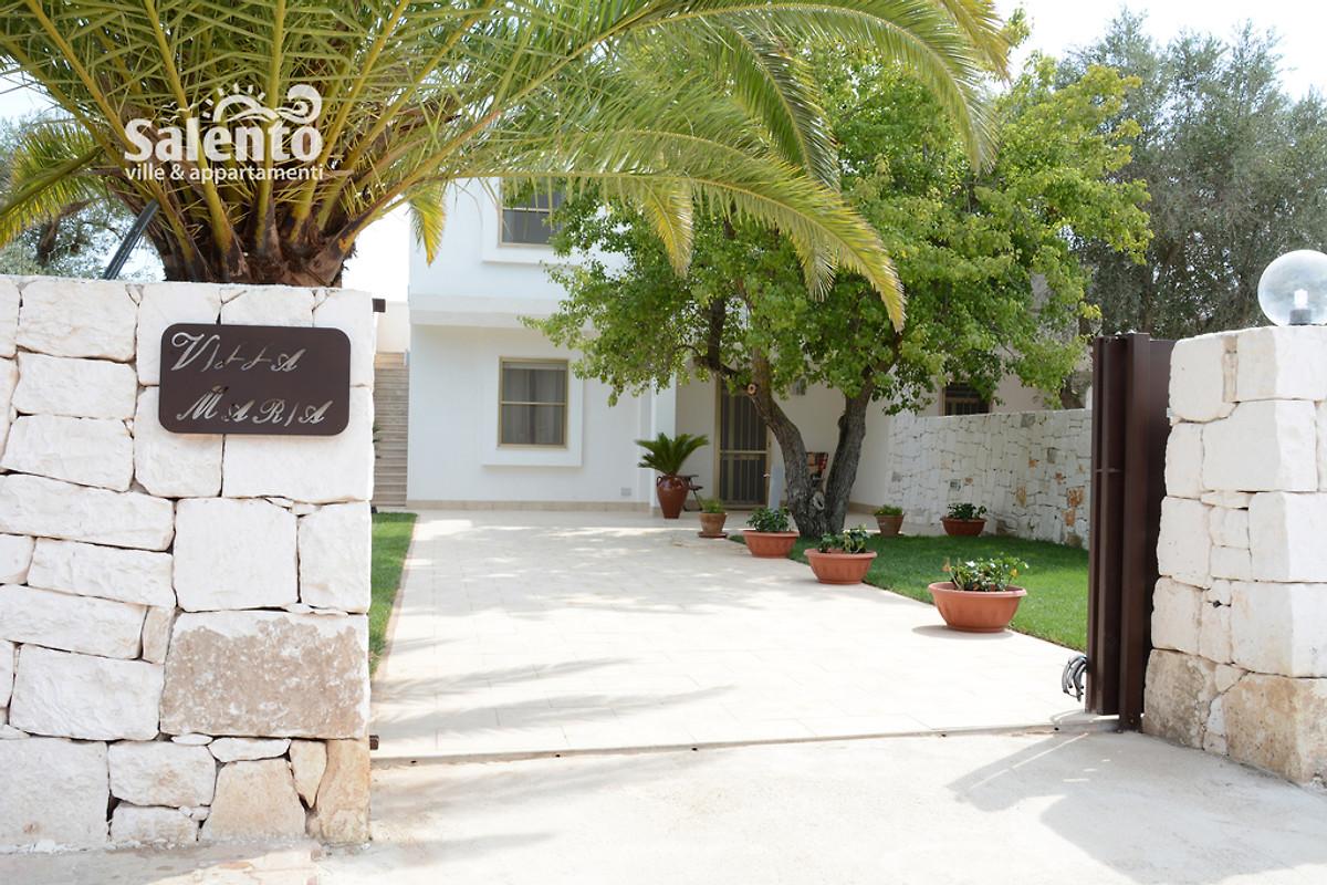 Villa maria avec piscine et jardin maison de vacances for Jardin villa austral punta arenas
