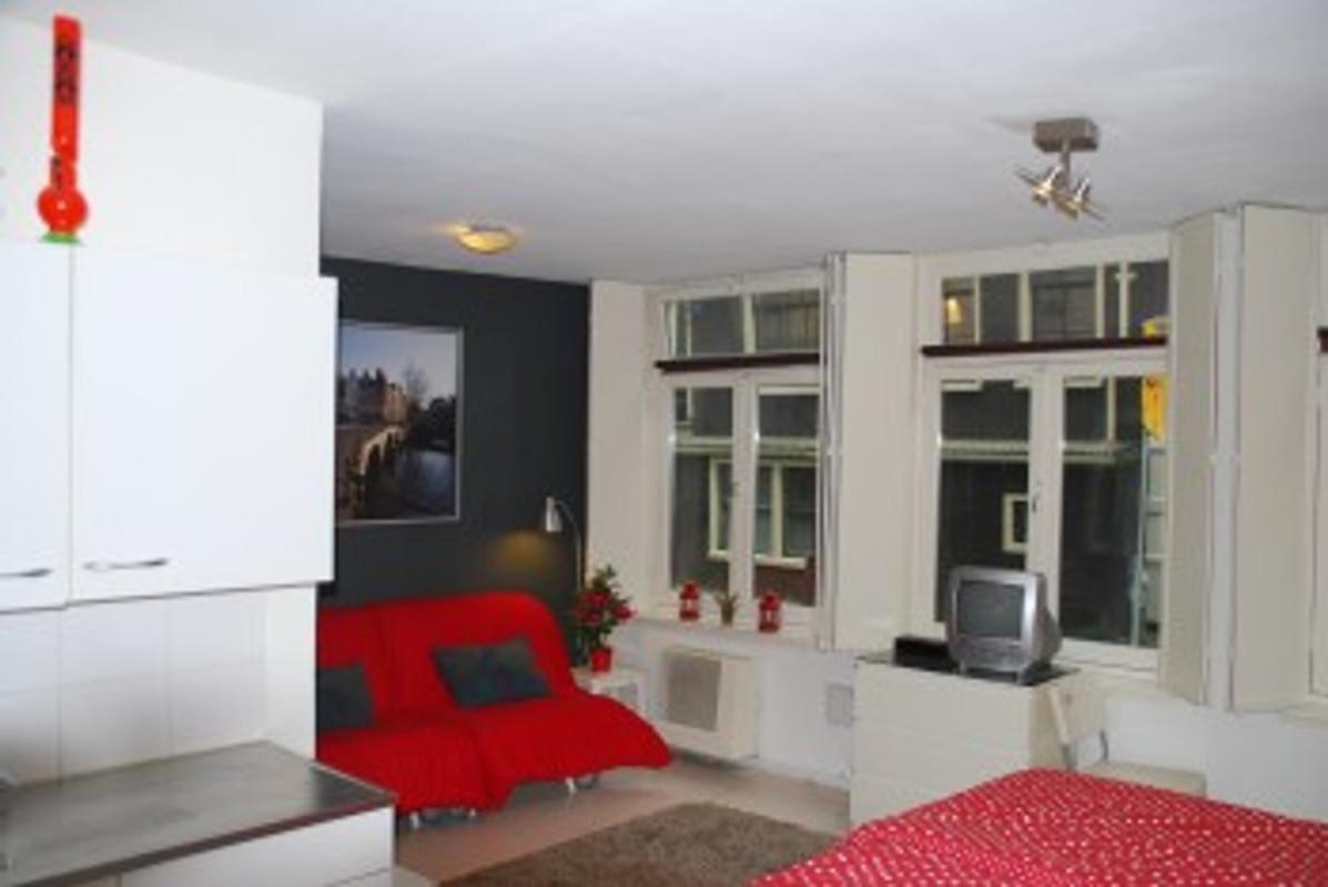 Appartamento down town apartment appartamento in for Appartamenti amsterdam vacanze