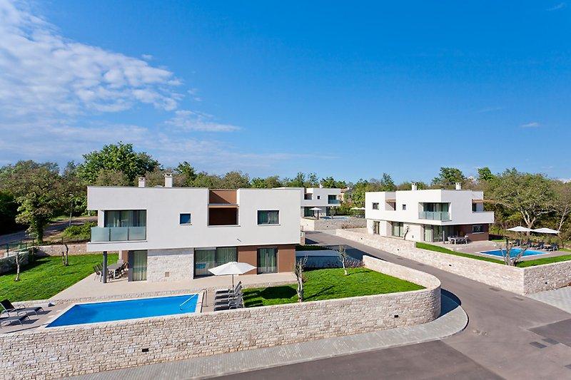 Amaris Villa