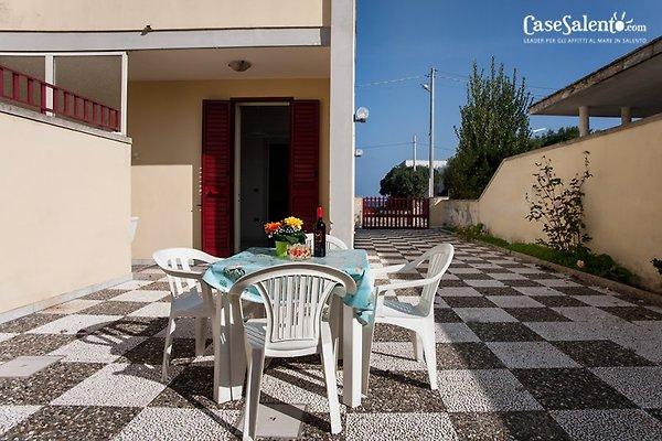 haus mit meerblick am strand ferienhaus in san foca mieten. Black Bedroom Furniture Sets. Home Design Ideas