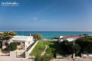 Maison avec vue sur la mer sur la plage