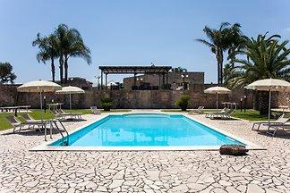 Masseria avec piscine, plage