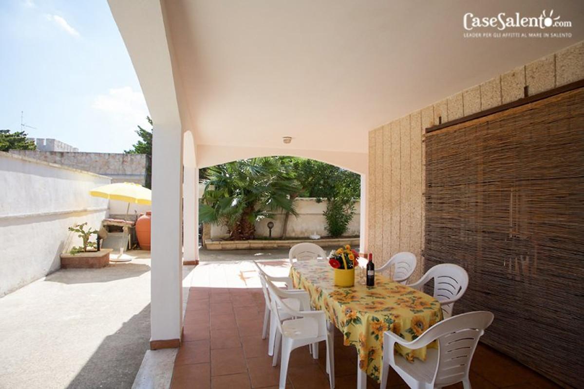 villa am strand 6 zimmer 3 b der ferienhaus in torre chianca mieten. Black Bedroom Furniture Sets. Home Design Ideas