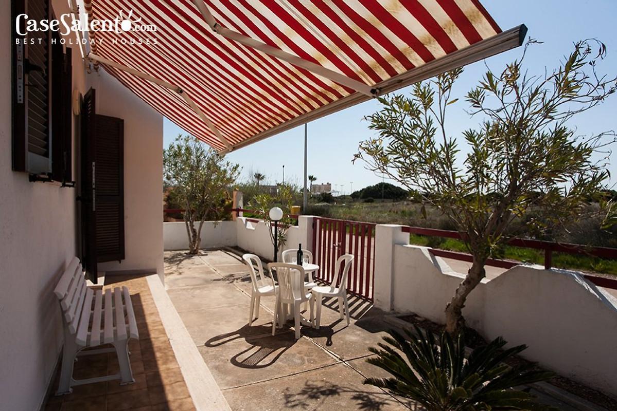 villa am strand von torre pali ferienhaus in salve mieten. Black Bedroom Furniture Sets. Home Design Ideas