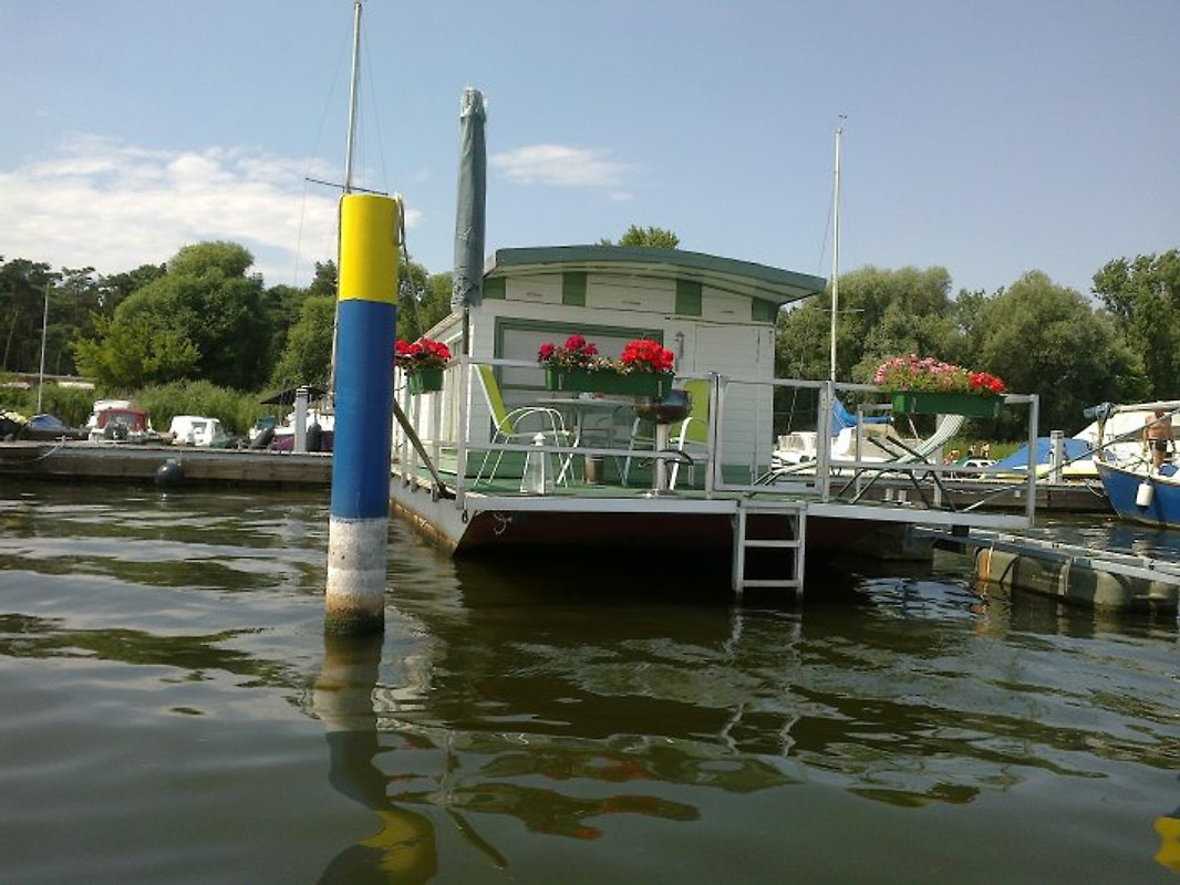 hausboot hausboot in brandenburg an der havel mieten. Black Bedroom Furniture Sets. Home Design Ideas