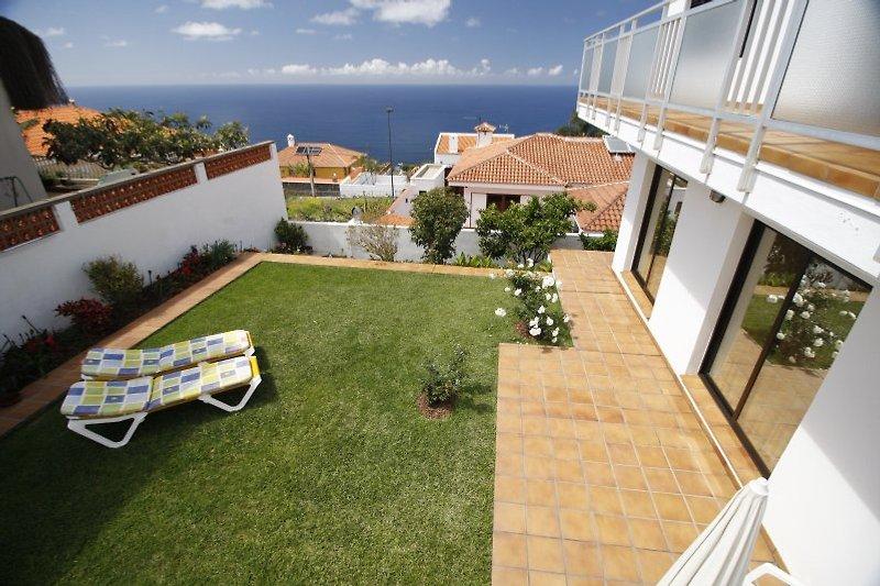 Terrasse und Vorgarten Großes Appartment
