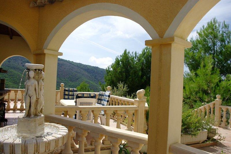Terrasse mit Kombigrill