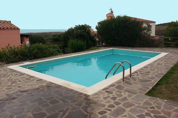 Iris villa mit garten und pool ferienhaus in stintino mieten for Garten pool wanne