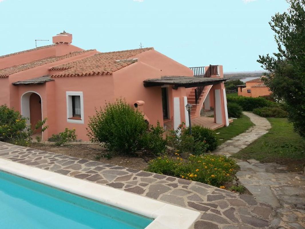 iris villa mit garten und pool ferienhaus in stintino mieten