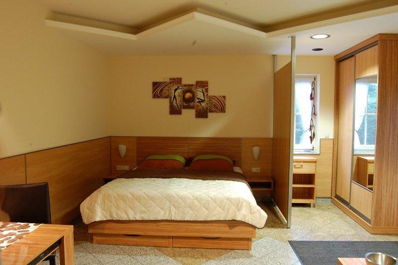 Das Wohn- und Schlafzimmer