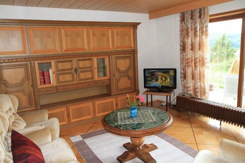 Wohnzimmer zur Terrasse hin