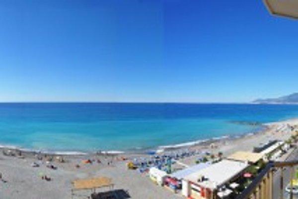 Beach Apartments in Riviera en Vallecrosia - imágen 1