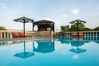 Villa mit Pool und Tennisplatz
