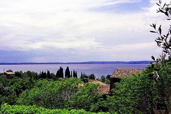 Villa con vistas panorámicas al lago en Bardolino - imágen 1