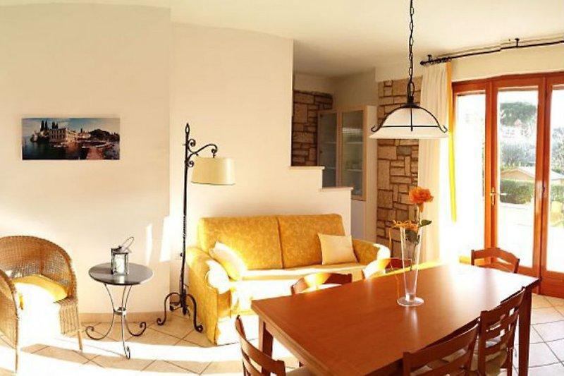 Wohnzimmer mit West-Terrasse