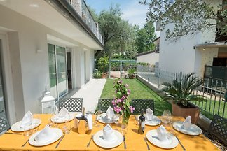 Apartment 4/9 places, about 100sqm, on the ground floor of a semi-detached house with garden, in Toscolano Maderno.