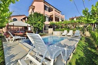 Ferienwohnung mit Pool (max 4 pers)