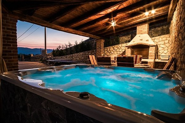 villa dedic mit pool und jacuzzi ferienhaus in dobrinj mieten. Black Bedroom Furniture Sets. Home Design Ideas