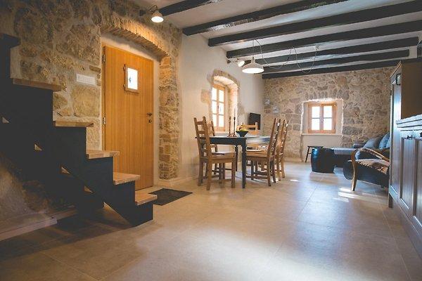 Rustikales steinhaus jela mit pool ferienhaus in dobrinj for Wohnzimmer 4m
