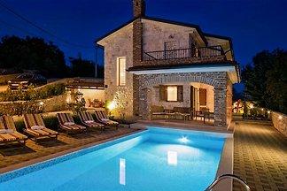 Villa DEDIC with pool an jacuzzi