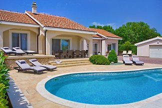 Luxus Villa mit privatem Pool
