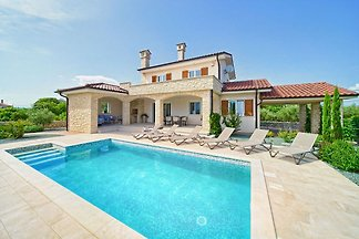 Beautiful villa with pool