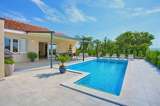 Holiday cottage Bellissima with pool