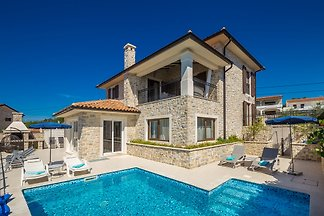 Villa NOA with pool and jacuzzi
